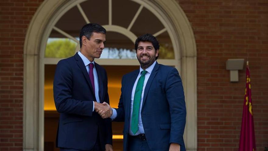Sánchez garantiza el abastecimiento de agua a Murcia y la llegada del AVE en 2020