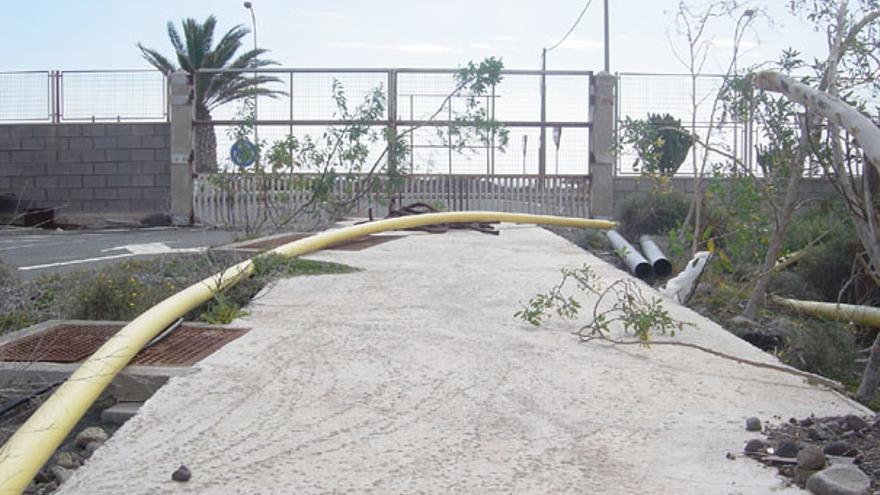 Acceso a la zona franca de Arinaga (febrero de 2009)