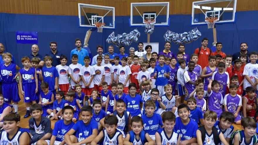 El Pabellón Insular Santiago Martín acogió recientemente una jornada de baloncesto base