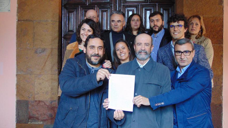 Los once concejales del Ayuntamiento de La Laguna que promueven la moción de censura