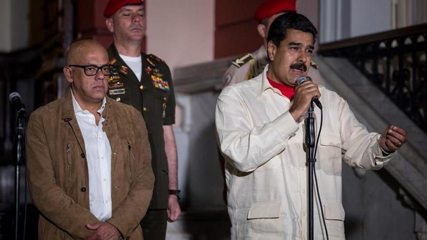 Maduro celebra los avances en el diálogo y la oposición exige la liberación de los presos políticos