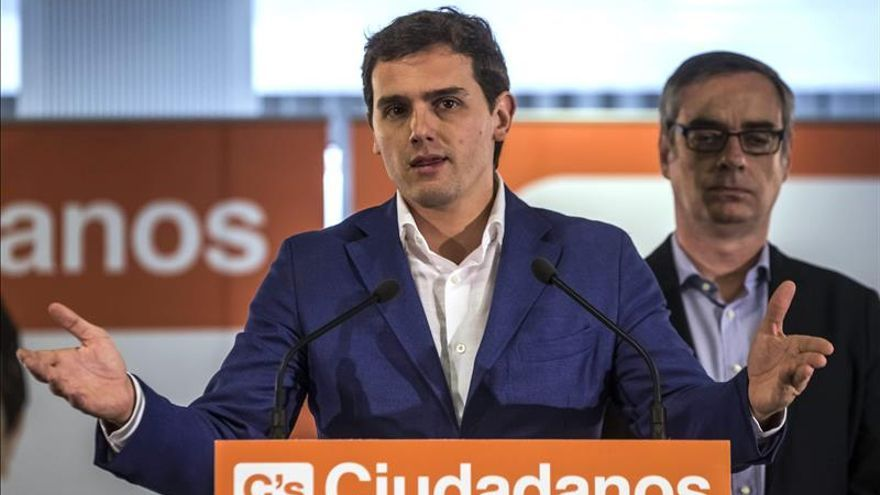 """Rivera dice que Cifuentes deberá decidir si """"asume las condiciones"""" de Ciudadanos"""