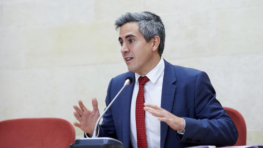 El vicepresidente del Gobierno de Cantabria, Pablo Zuloaga, en el Parlamento.