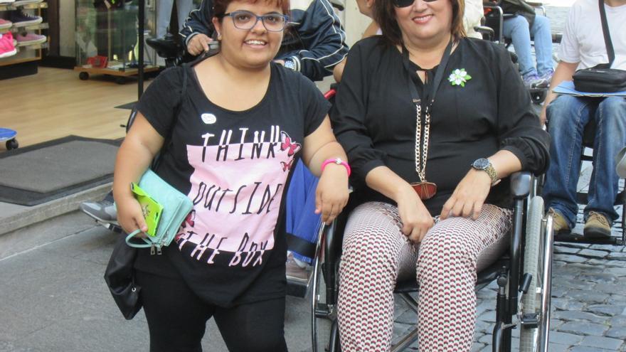 Guadalupe González (CC) participó en el recorrido en silla. Foto: LUZ RODRÍGUEZ.