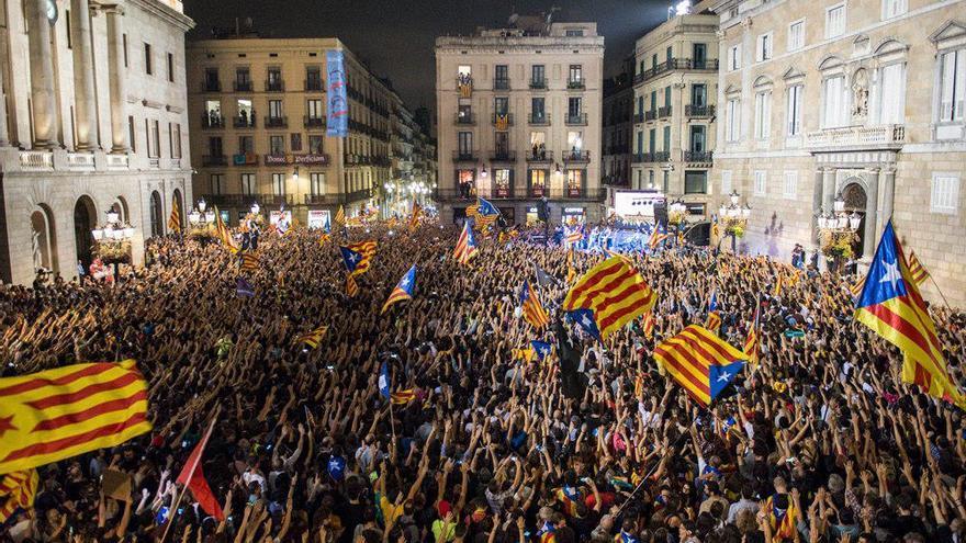 Manifestación en la plaza Sant Jaume de Barcelona, ante el Palau de la Generalitat