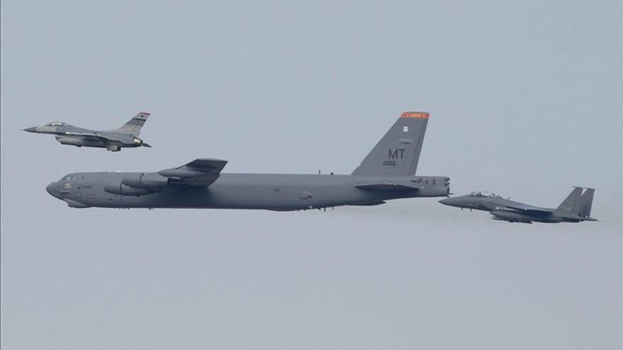 EEUU responde al reto atómico norcoreano con el despliegue de un bombardero nuclear