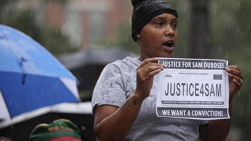 Tres juicios a agentes acusados de matar a negros se saldan sin condena en EE.UU.