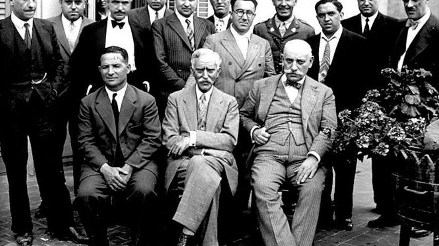 Francesc Macià en medio de esta fotografía tomada en Solsona y realizada por Josep Maria Vicens