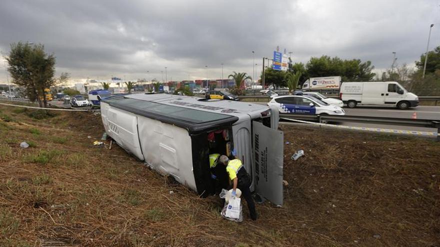 Siguen hospitalizados cuatro heridos del autocar que volcó ayer en Barcelona