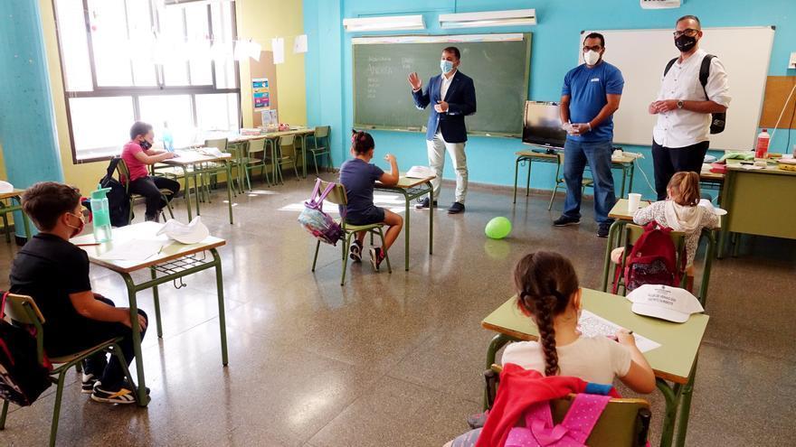 Santa Cruz habilitará contratos de emergencia para colaborar en la adaptación de los colegios a la nueva normalidad