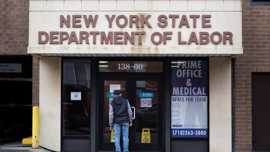 Estos datos indican que el índice de desempleo en EE.UU. se aproxima al 17 %, muy por encima del máximo de 10 % registrado en octubre de 2009, tres meses después del fin de la Gran Recesión.