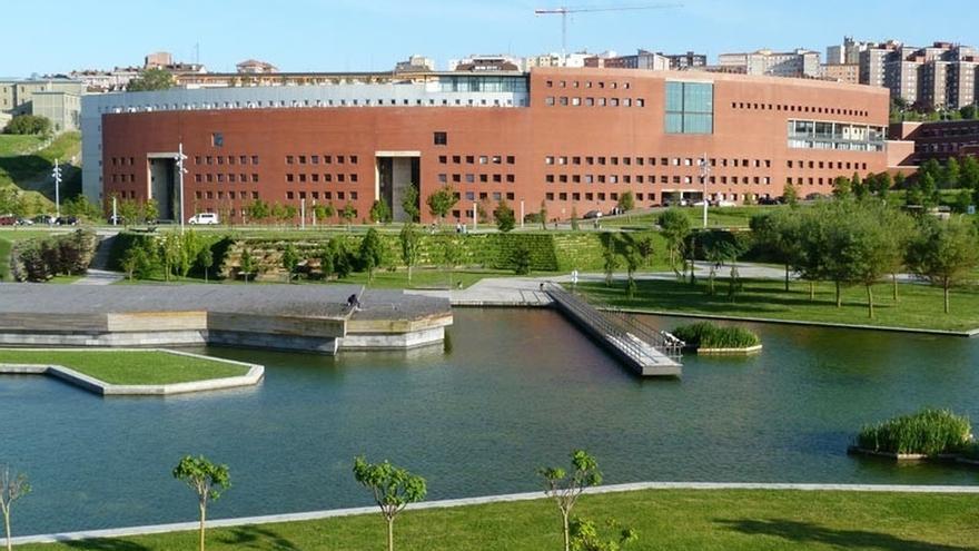 El Gobierno cántabro amplía su aportación a la UC con 2,3 millones