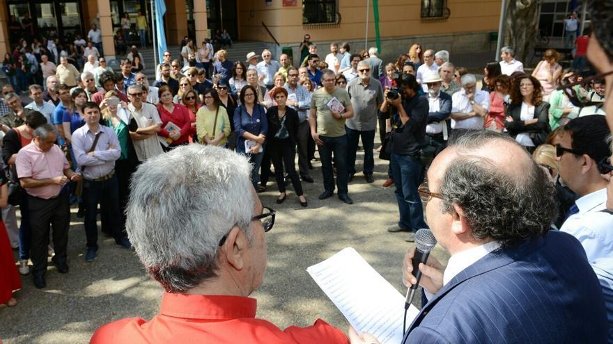 José Orihuela, rector de la UMU, leyendo el manifiesto en el campus de La Merced