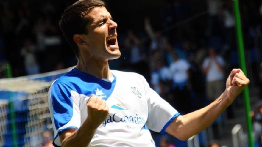 Perona celebra uno de los tres goles que consiguió (ACFI PRESS).
