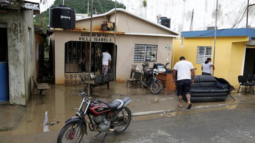Las lluvias causan muertes, destrozos y aislan comunidades en República Dominicana