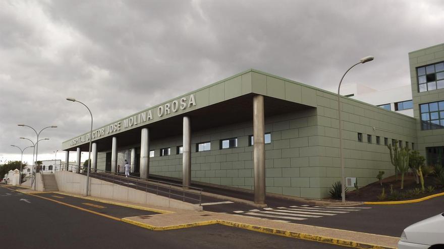 Sanidad detecta un brote de coronavirus en un hospital de Lanzarote con cuatro afectados