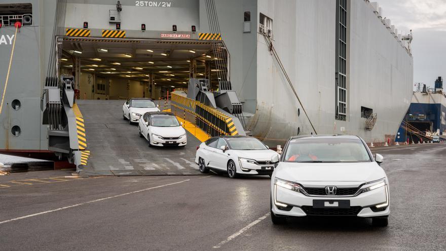 Las primeras unidades del Clarity Fuel Cell, una berlina de Honda movida por hidrógeno, desembarcan en Europa.