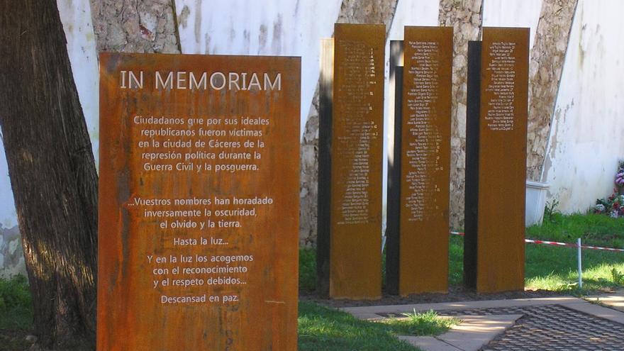 Memorial erigido en el cementerio de Cáceres en recuerdo de las víctimas del franquismo