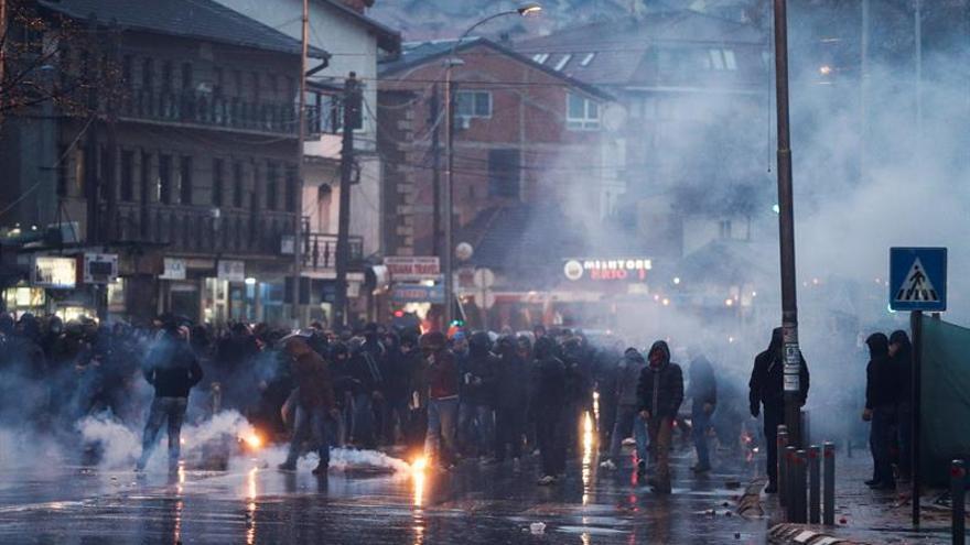 """Los serbios de Kosovo, atrapados en el """"juego"""" entre Pristina y Belgrado"""
