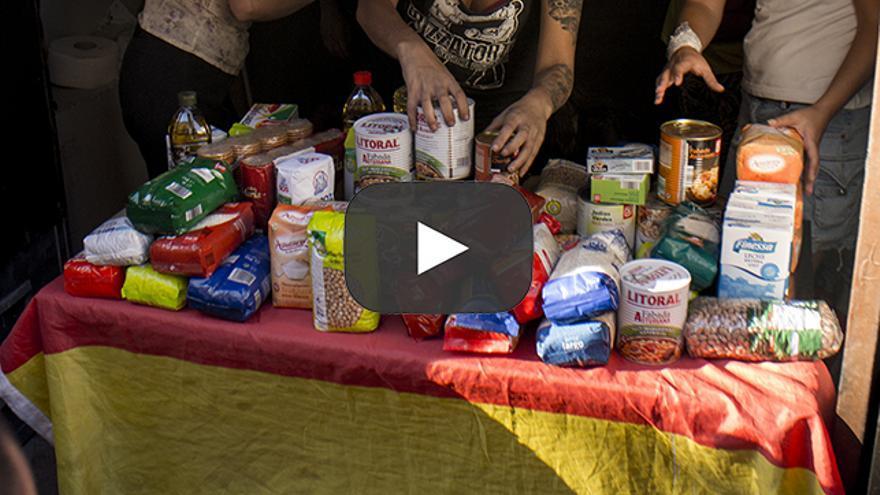 Player, donación de comida en Tetuán