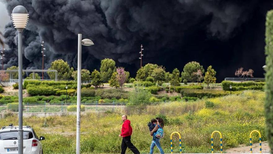 Locales cerrados, mascarillas agotadas y vecinos que se marchan por el incendio