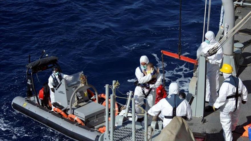 La fragata Canarias desembarca en Cagliari (Cerdeña) a 286 inmigrantes rescatados