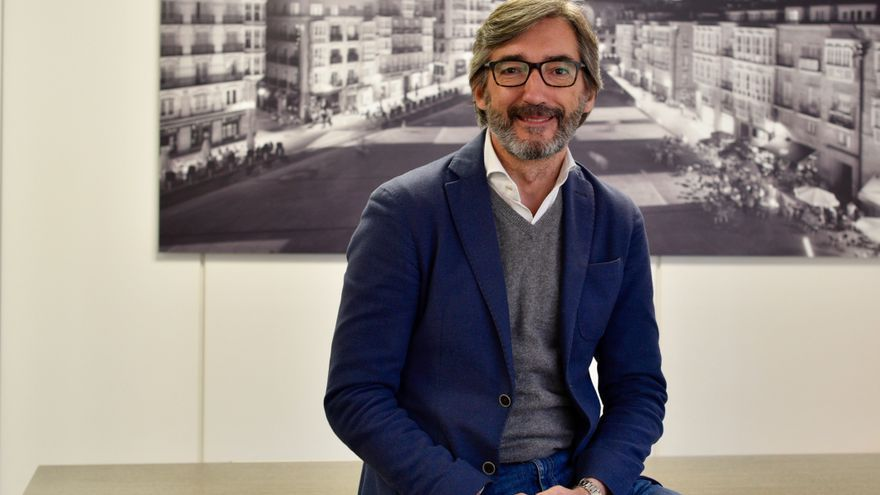 Iñaki Oyarzábal, en su despacho de la sede del PP de Álava