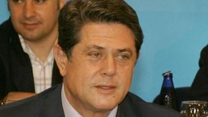 Federico Trillo, sentado en un comité del PP
