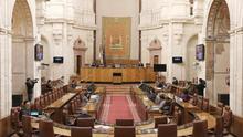 El Parlamento andaluz activa con sólo 18 diputados la ley de más peso de la Junta y empuja a la izquierda a recurrirla ante el Constitucional
