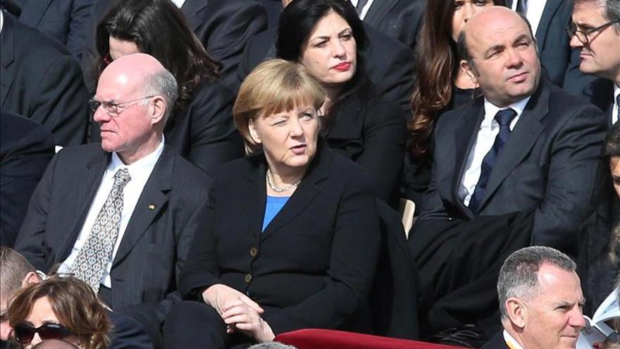 El papa recibe en audiencia privada a la canciller alemana Angela Merkel