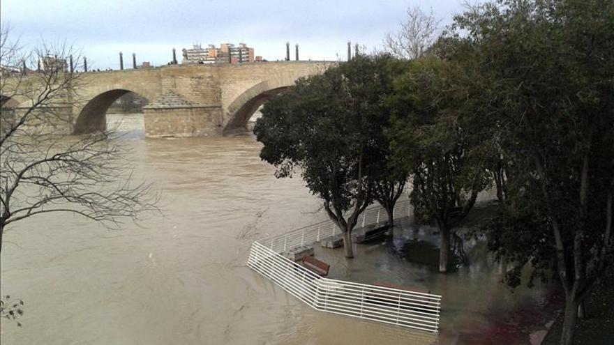 El caudal del Ebro se estabiliza en Zaragoza con 1.868 m3/s