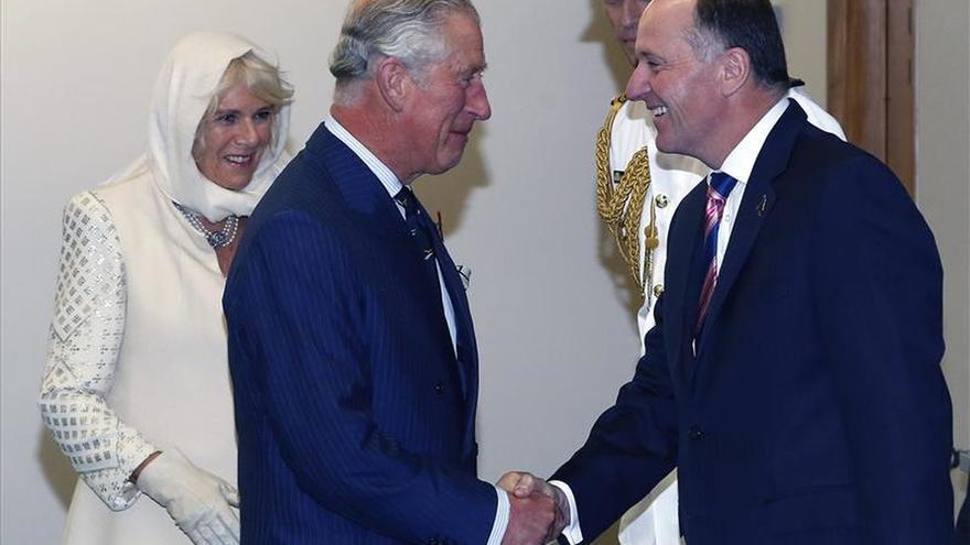 El príncipe Carlos y Camila inician una gira en Nueva Zelanda