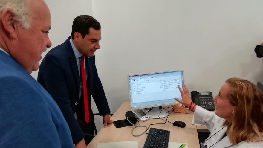 El consejero de Salud destaca la profesionalidad del nuevo director de Vacunación de Andalucía
