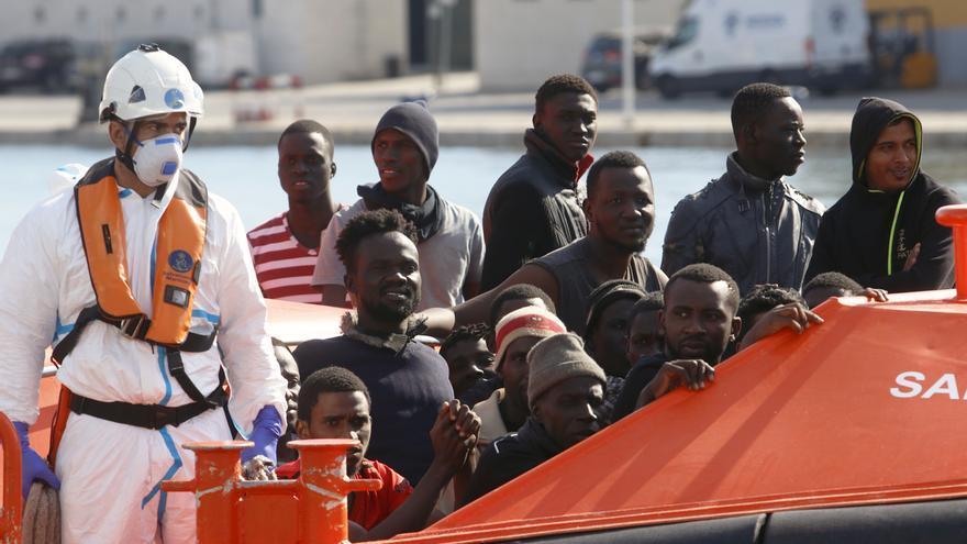 Andalucía registra un 63% menos de migrantes llegados en patera en 2019 y el Gobierno destaca la lucha contra las mafias