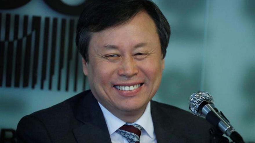 Un ministro surcoreano destaca el humor de Kim Jong-un tras una reunión en Pyongyang