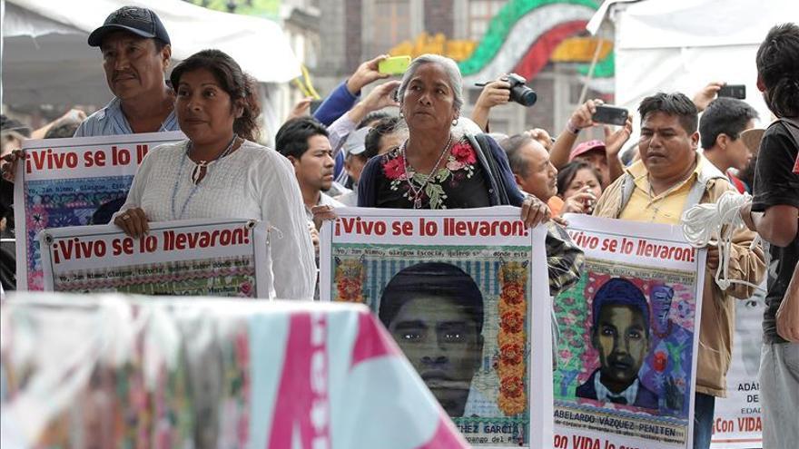 Intelectuales ven en Ayotzinapa la fractura hacia un México desilusionado