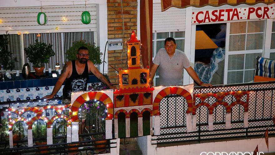Los vecinos de la calle Juan Alfonso de Baena han montado la feria en su barrio   MADERO CUBERO