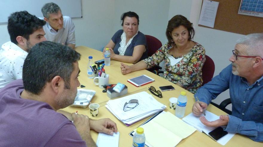 Urralburu con representantes de la Asociación de Usuarios de la Sanidad Pública de la Región de Murcia