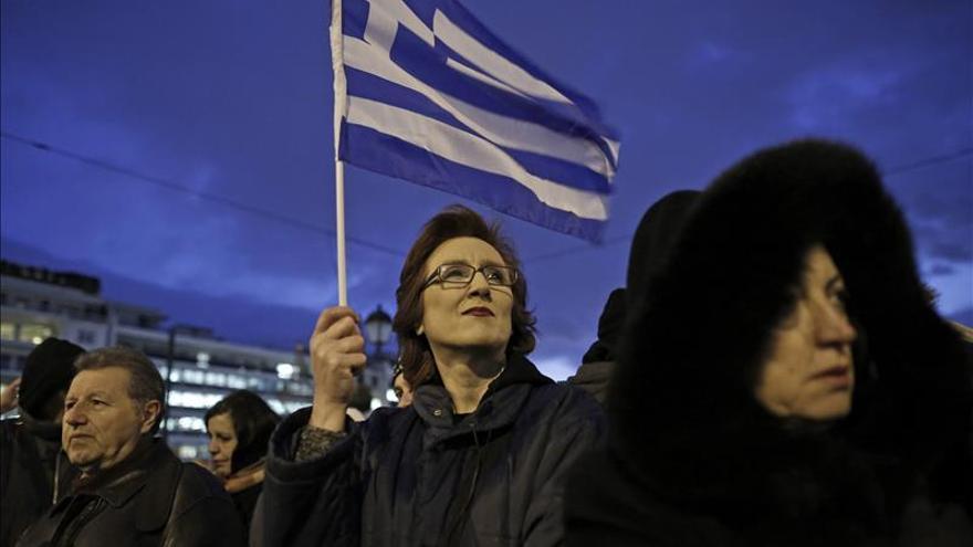 Miles de personas se manifiestan en Grecia en apoyo del Gobierno