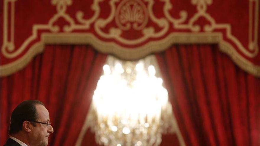 Hollande suscita dudas sobre el objetivo de frenar la subida del paro en 2013