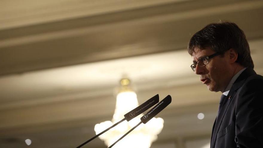Puigdemont invita a negociar una consulta tras el 26J sin ideas preconcebidas