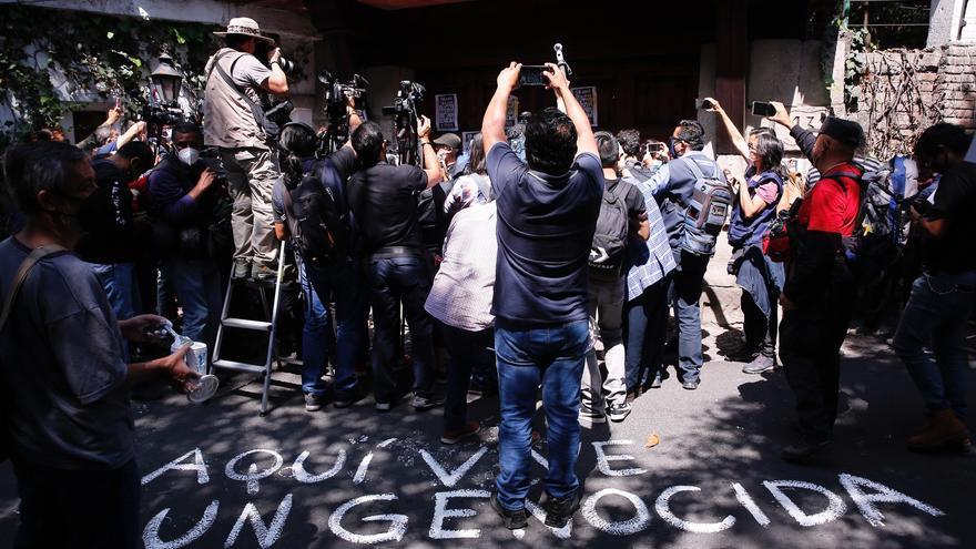 Protestan en la casa de expresidente mexicano Echeverría a 50 años de matanza