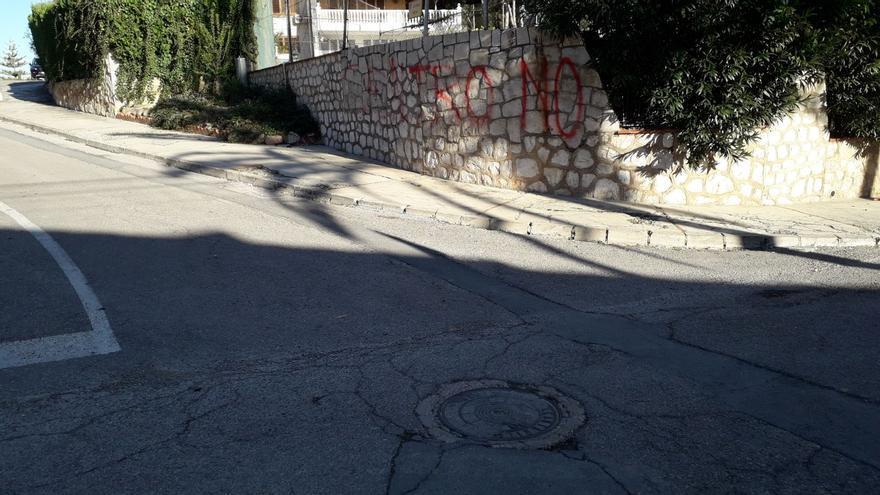 Pintadas contra el centro de menores en Paterna.