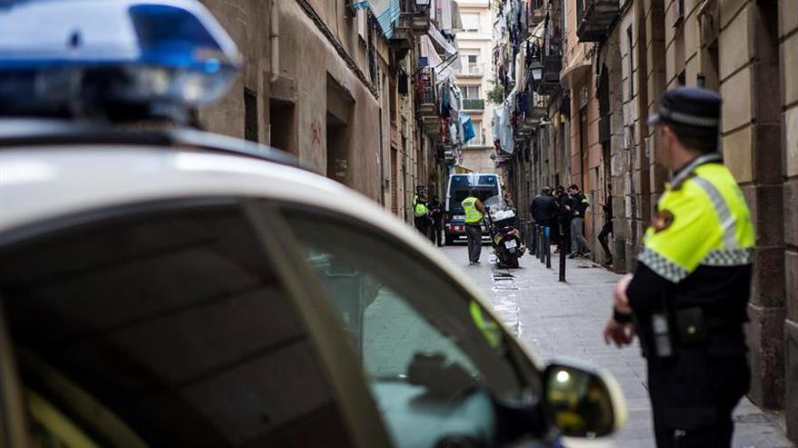 """Operación de los Mossos contra los """"narcopisos"""" en Barcelona"""