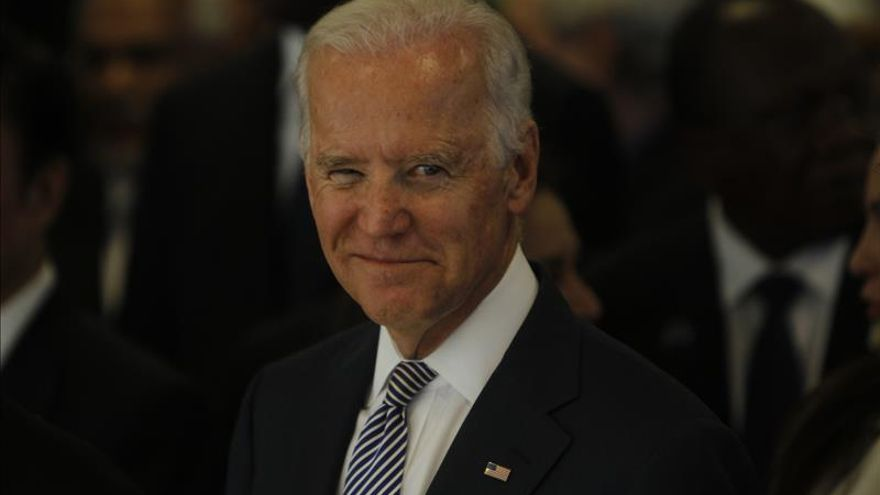 """Biden condena la """"descarada violación"""" del alto el fuego de Rusia en Debáltsevo"""