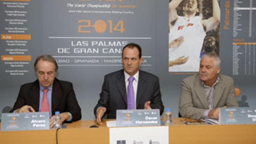 Álvaro Pérez, Óscar Hernández y Roque Díaz durante a reunión que tuvo lugar este viernes.
