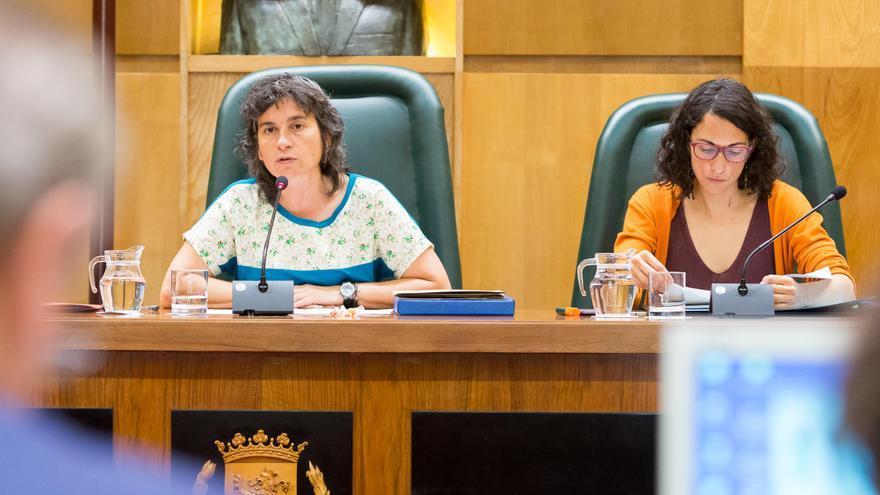 La vicealcaldesa, Luisa Broto (izqda), y la concejala de Participación, Elena Giner.