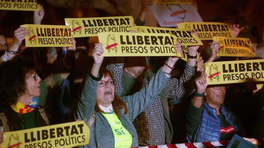 Concentraciones en Cataluña para exigir la libertad de exconsellers presos