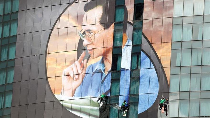 Tailandia detuvo a 10 personas por lesa majestad desde la muerte de Bhumibol