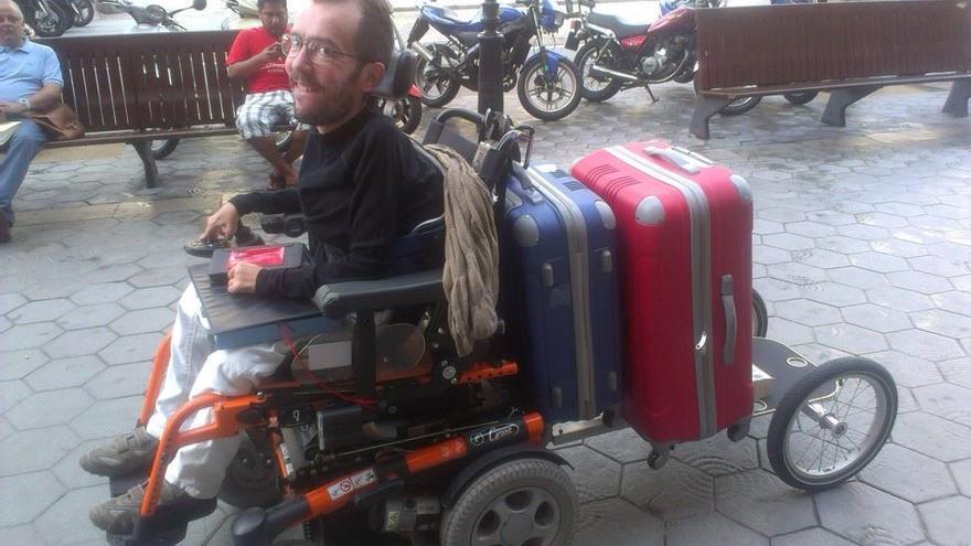 Eurorretrón acarreando sus propias maletas hacia Bruselas